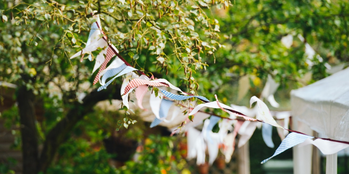 5 Tips to DIY the Best Backyard Party